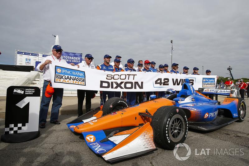 Scott Dixon, Chip Ganassi Racing Honda, Winner, Celebrates his 42nd win with his crew