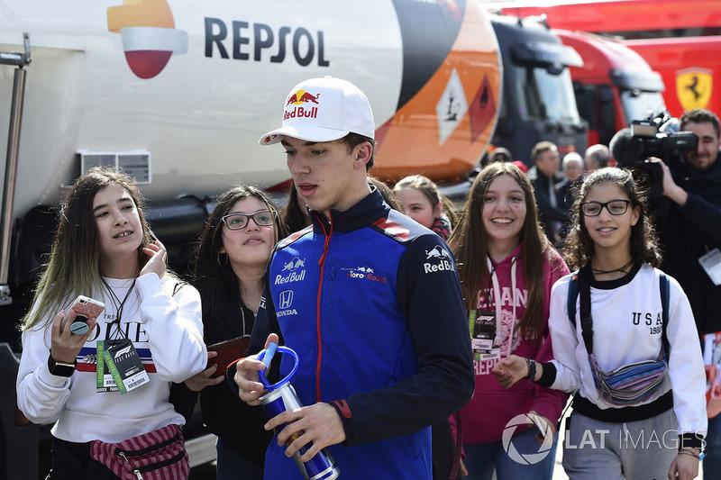 Pierre Gasly, Scuderia Toro Rosso dan penggemar