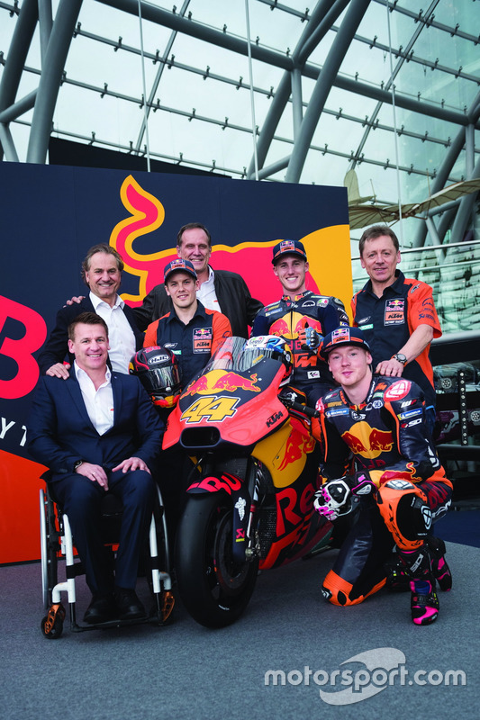 Bradley Smith, Red Bull KTM Factory Racing, Pol Espargaro, Red Bull KTM Factory Racing, Mika Kallio, Red Bull KTM Factory Racing, Pit Beirer, responsable de la división de competición de KTM, Hubert Trunkenpolz, miembros de KTM, Mike Leitner, Team manager