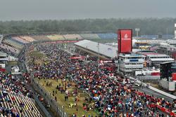 Les fans entrent dans le circuit