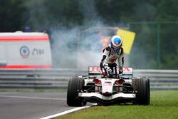 Jenson Button, Honda RA106 detenido en el circuito