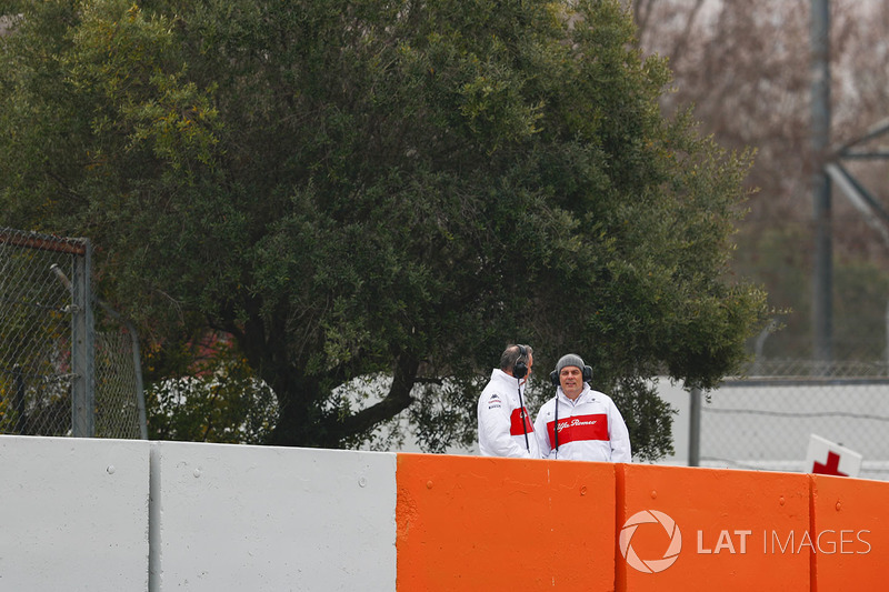 Sauber personnel on track