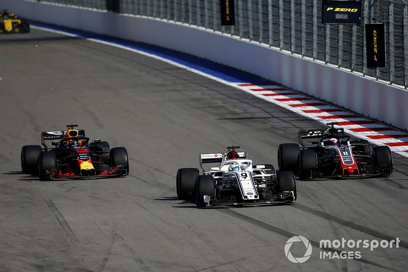 Marcus Ericsson, Sauber C37, Romain Grosjean, Haas F1 Team VF-18 y Daniel Ricciardo, Red Bull Racing RB14