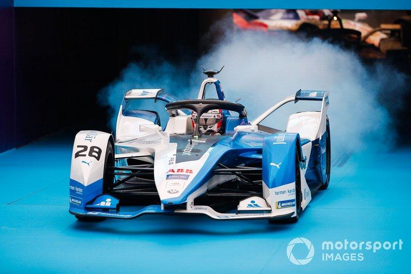 Ganador Antonio Félix da Costa, BMW I Andretti Motorsports, BMW iFE.18 se detiene en frente del podio