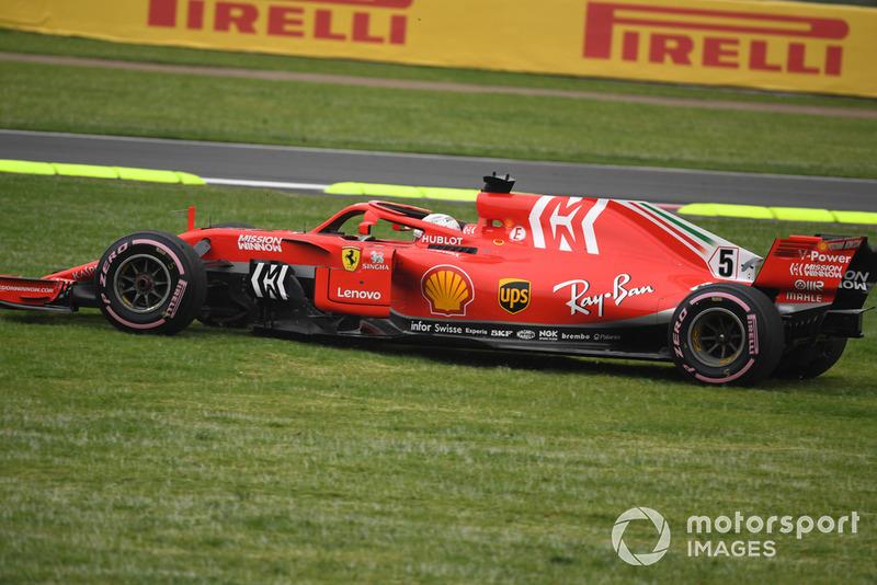 Sebastian Vettel, Ferrari SF71H se va de largo al césped