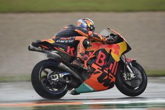 Pol Espargaro, Red Bull KTM Factory Racing, dopo la caduta