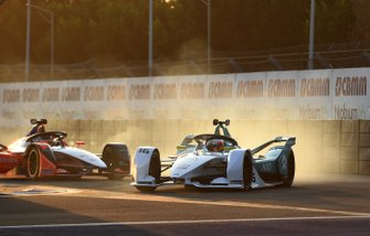 Oliver Turvey, NIO Formula E Team, NIO Sport 004 leads Pascal Wehrlein, Mahindra Racing, M5 Electro