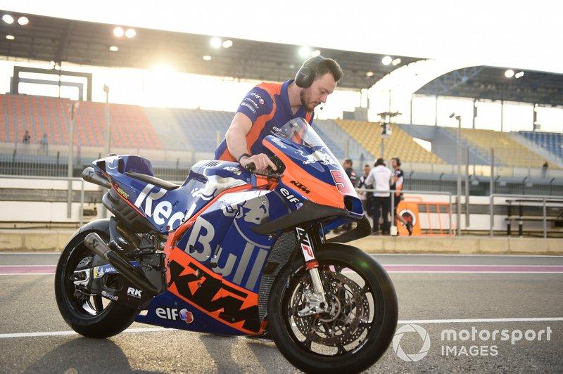 Mecánico de Red Bull KTM Tech 3