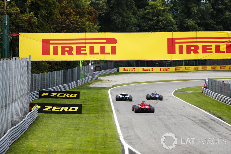 Pierre Gasly, Toro Rosso STR13, leads Sergey Sirotkin, Williams FW41, and Sebastian Vettel, Ferrari SF71H