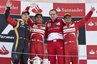 Podio: segundo puesto Kimi Raikkonen, Lotus F1, ganador de la carrera Fernando Alonso, Ferrari, Stefano Domenicali, jefe de equipo, Ferrari, tercer puesto Felipe Massa, Ferrari