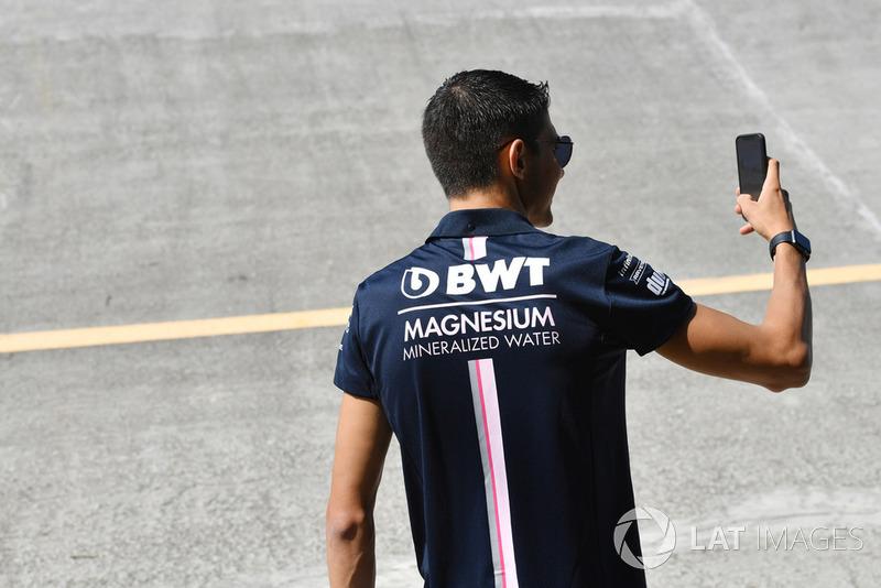 Esteban Ocon, Racing Point Force India F1 Team selfie