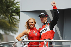 Sébastien Bourdais, KV Racing Technology Chevrolet with a Tampa Bay Buccaneers cheerleader