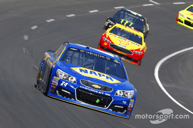 Chase Elliott, Hendrick Motorsports, Chevrolet; Joey Logano, Team Penske, Ford