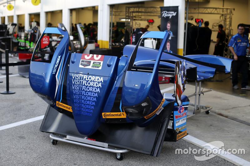 Garage of #90 VisitFlorida.com Racing Multimatic Riley LMP2: Marc Goossens, Renger van der Zande, Re