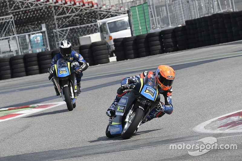 Гонка на мотоциклах MiniGP на картодромі Мізано, Роберт Шотман, Микита Калінін
