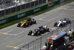 Kevin Magnussen, Haas F1 Team VF-17, Nico Hulkenberg, Renault Sport F1 Team RS17. and Lance Stroll, Williams FW40