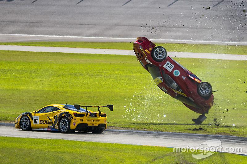 1. #124 Ferrari of Long Island Ferrari 488 Challenge: Jerome Jacalone accidente
