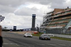 Zieldurchfahrt: Robert Wickens, Mercedes-AMG Team HWA, Mercedes-AMG C63 DTM
