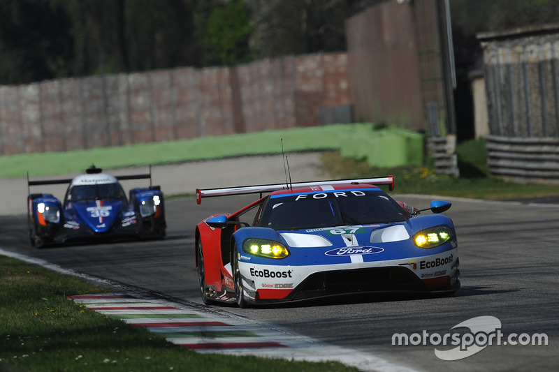 #67 Ford Chip Ganassi Racing Ford GT: Andy Priaulx, Harry Tincknell, #35 Signatech Alpine A470 Gibso