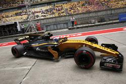 Jolyon Palmer, Renault Sport F1 Team RS17, in the pit lane