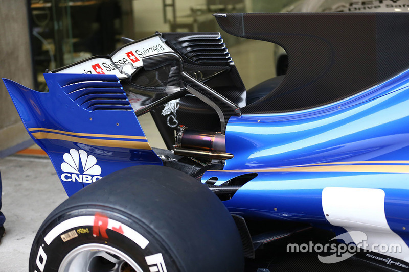 Sauber C36 rear wing detail