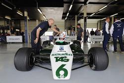 Martin Brundle im Cockpit Williams FW08 mit 6 Rädern