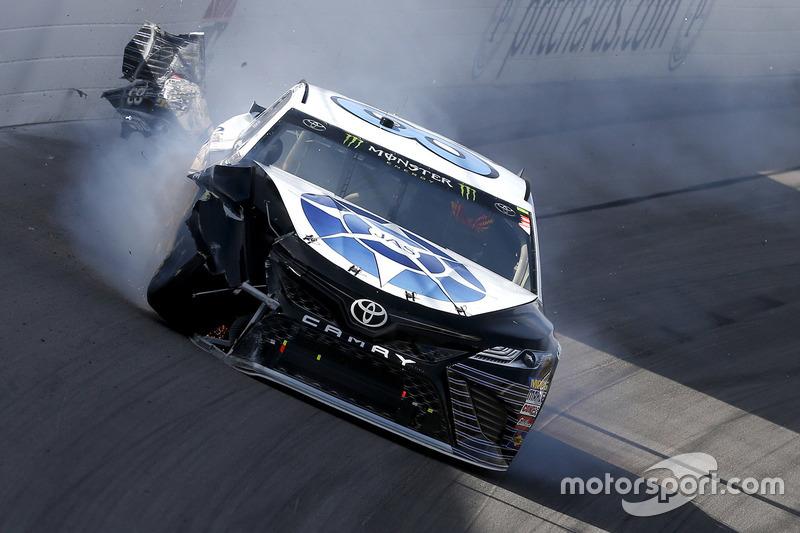 Corey LaJoie, BK Racing Toyota, choque