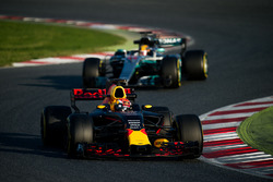 Max Verstappen, Red Bull Racing RB13 leads Lewis Hamilton, Mercedes AMG F1 W08