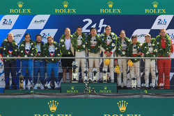 LMP2 podio: ganadores Ho-Pin Tung, Oliver Jarvis, Thomas Laurent, DC Racing, segundo lugar Mathias Beche, David Heinemeier Hansson, Nelson Piquet Jr., Vaillante Rebellion Racing, tercer lugar David Cheng, Alex Brundle, Tristan Gommendy, DC Racing