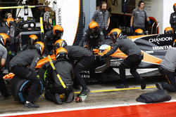 Fernando Alonso, McLaren MCL32, makes a stop during Qualifying
