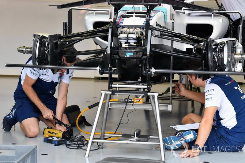 Williams FW40, Vorderradaufhängung, Detail