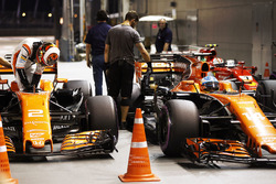 Stoffel Vandoorne, McLaren, Fernando Alonso, McLaren, Parc Ferme