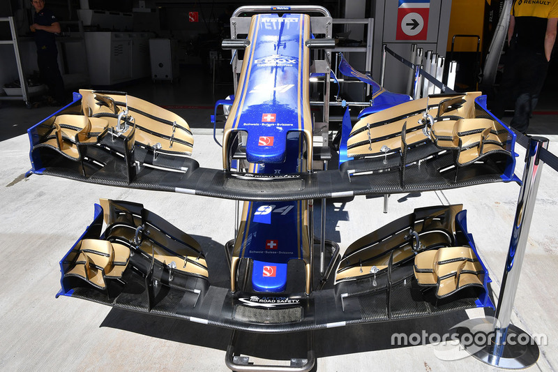 Sauber C36 nose and front wings
