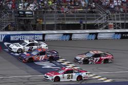 Brad Keselowski, Team Penske Ford, Denny Hamlin, Joe Gibbs Racing Toyota, Ryan Blaney, Wood Brothers Racing Ford