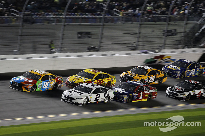 Brad Keselowski, Team Penske, Ford; Kyle Busch, Joe Gibbs Racing, Toyota; Jamie McMurray, Chip Ganas