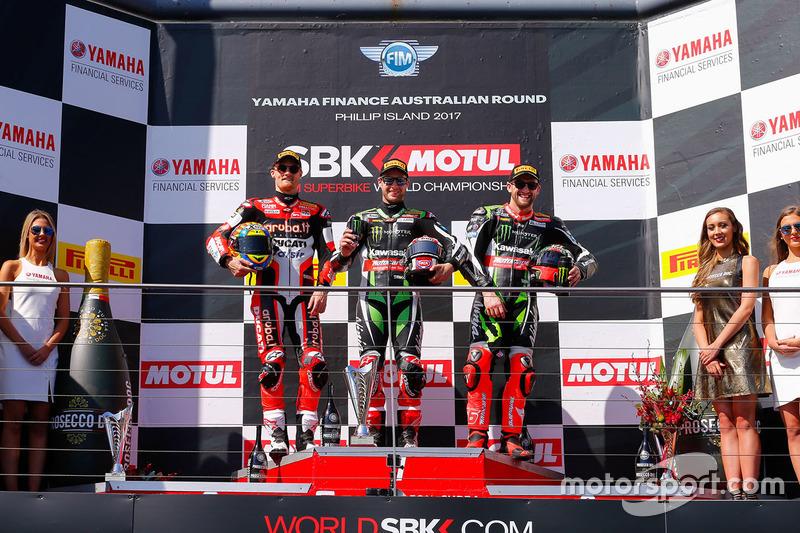 Podio: ganador de la carrera Jonathan Rea, Kawasaki Racing, segundo lugar Chaz Davies, Ducati Team, tercer lugar Tom Sykes, Kawasaki