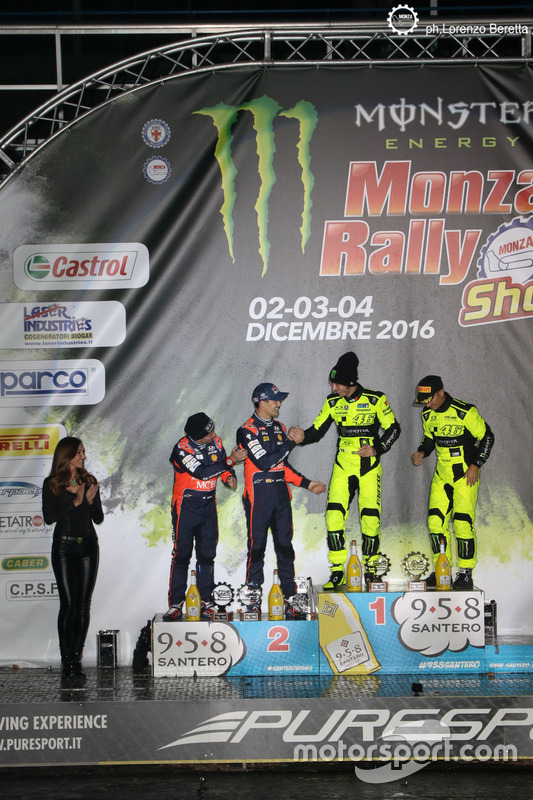 Podium : les vainqueurs Valentino Rossi, Carlo Cassina, les deuxièmes, Daniel Sordo, Marc Marti