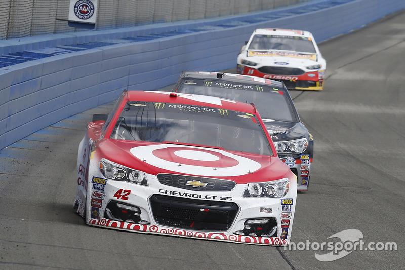 Kyle Larson, Chip Ganassi Racing, Chevrolet; Jeffrey Earnhardt, Circle Sport - The Motorsports Group, Chevrolet