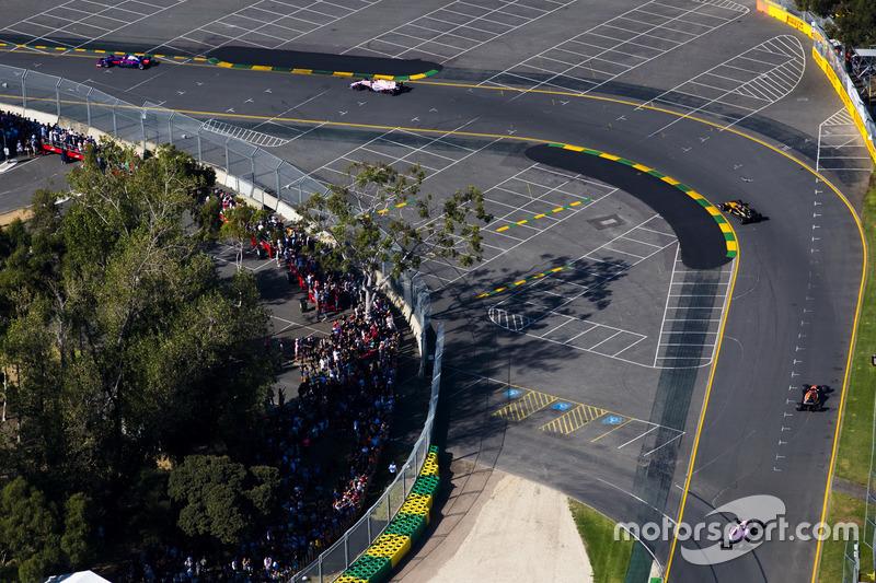 Nico Hülkenberg, Renault Sport F1 Team, RS17; Fernando Alonso, McLaren, MCL32; Esteban Ocon, Force India, VJM10