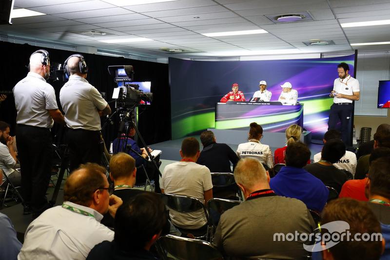 Lewis Hamilton, Mercedes AMG F1; Sebastian Vettel, Ferrari; und Valtteri Bottas, Mercedes AMG F1