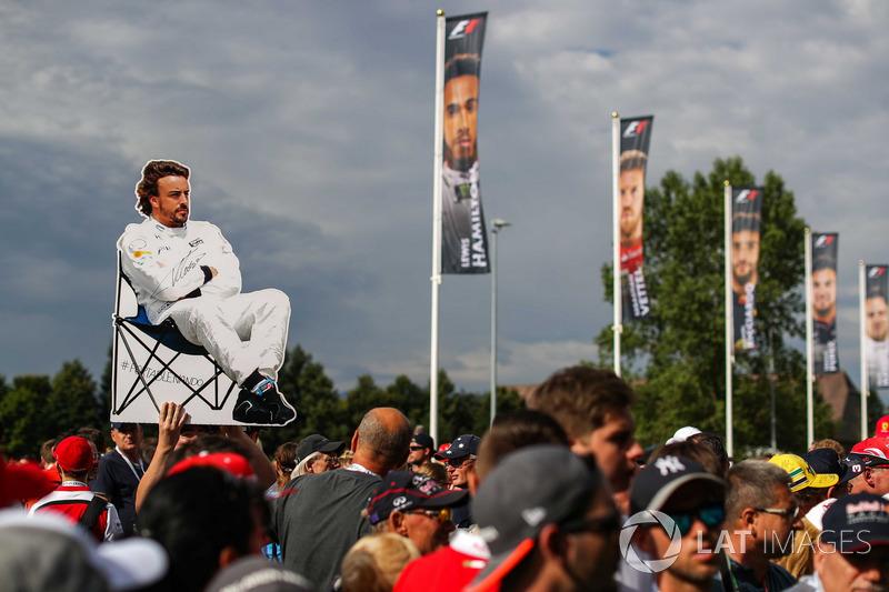 Уболівальники Фернандо Алонсо, McLaren banner