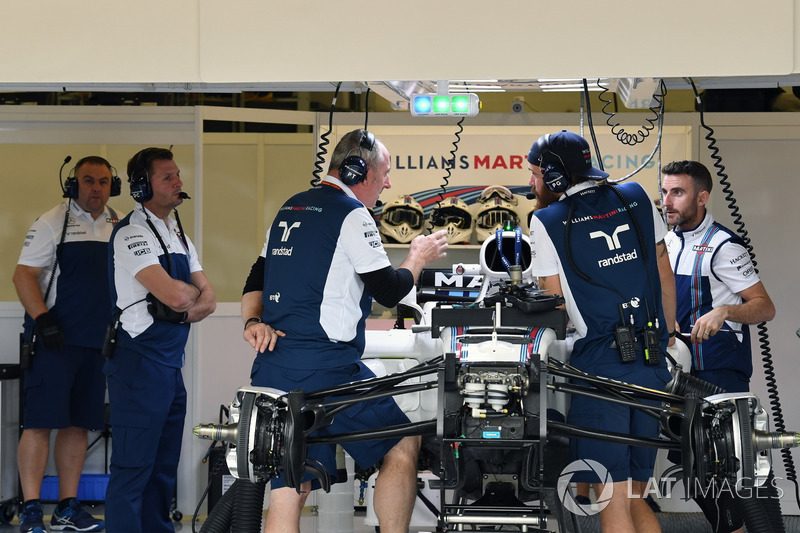 Williams FW40 in de garage