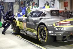 Pit stop #98 Aston Martin Racing Aston Martin Vantage: Paul Dalla Lana, Pedro Lamy, Mathias Lauda