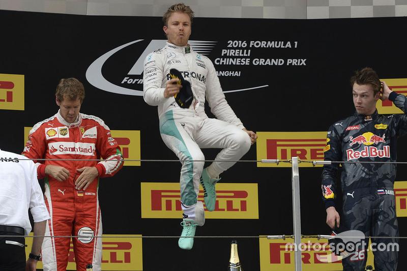 Salto de Rosberg en el GP de China, la tercera del año para Mercedes