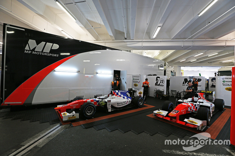 De MP motorsport garage