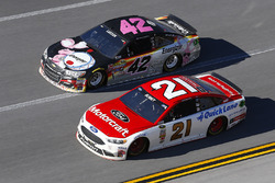 Ryan Blaney, Wood Brothers Racing Ford, Kyle Larson, Chip Ganassi Racing Chevrolet