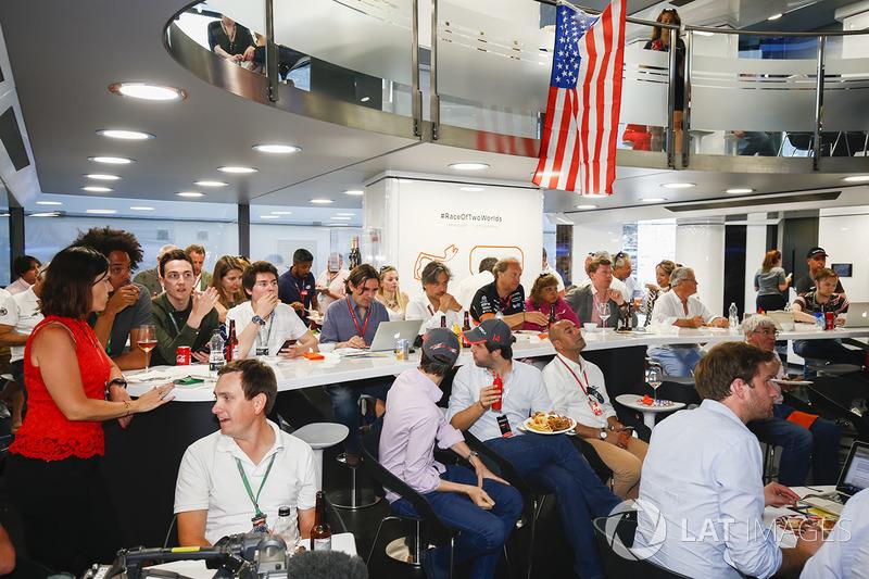 McLaren celebra el esfuerzo de Fernando Alonso en Indy 500
