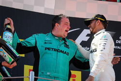 Karl Fanson, Mercedes AMG F1 Mechanic, race winner Lewis Hamilton, Mercedes AMG F1