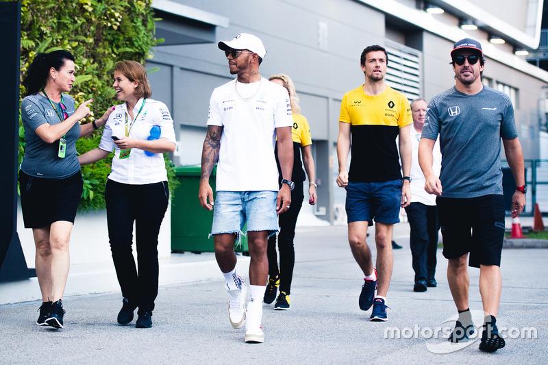 Льюис Хэмилтон, Mercedes AMG F1, Джолион Палмер, Renault Sport F1 Team, и Фернандо Алонсо, McLaren