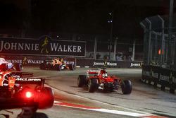 Sebastian Vettel, Ferrari SF70H, se crashe au départ